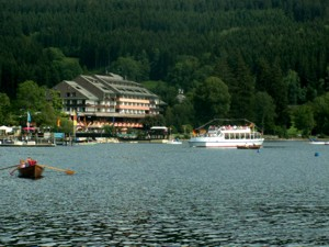 Titisee mit See-Hotel